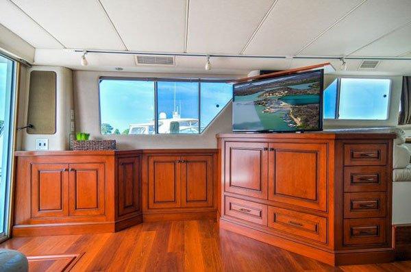 Pop-Up-TV-on-Yacht
