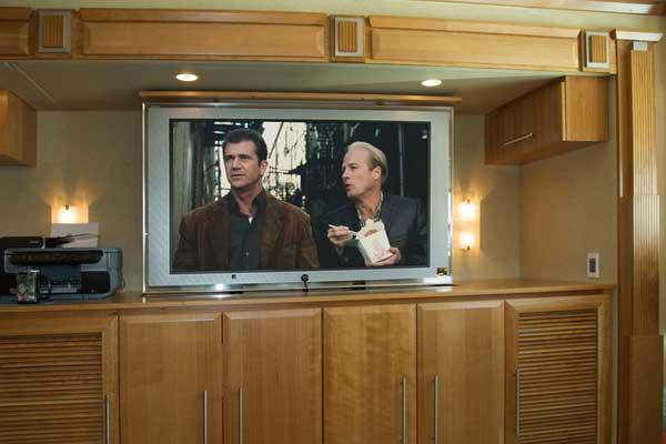 Swivel-TV-Lift-in-RV